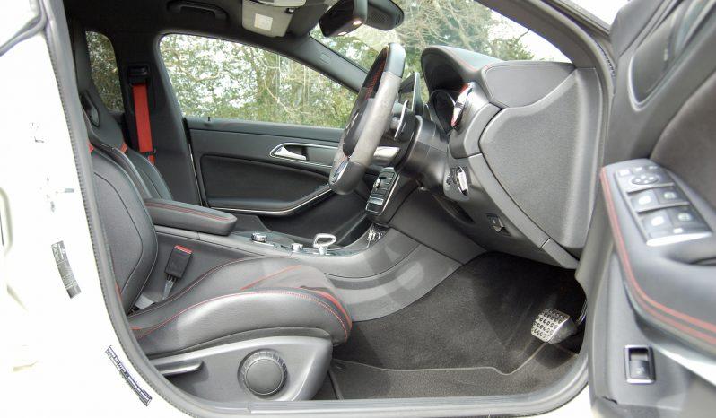 Mercedes-Benz CLA 45 AMG Shooting Brake full